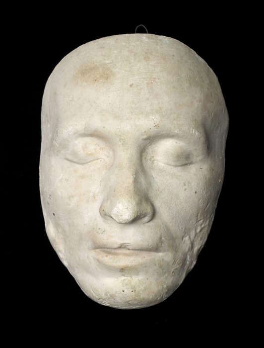 [Солнце нашей поэзии закатилось...] Посмертная маска поэта Александра Сергеевича Пушкина. 1890-е гг.(?).