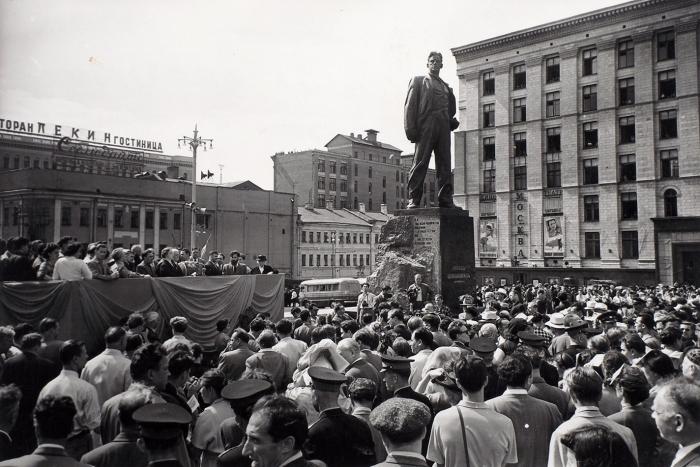 Фотография: Открытие памятника В.В. Маяковскому вМоскве/ фото В.Мастюкова. [1958].
