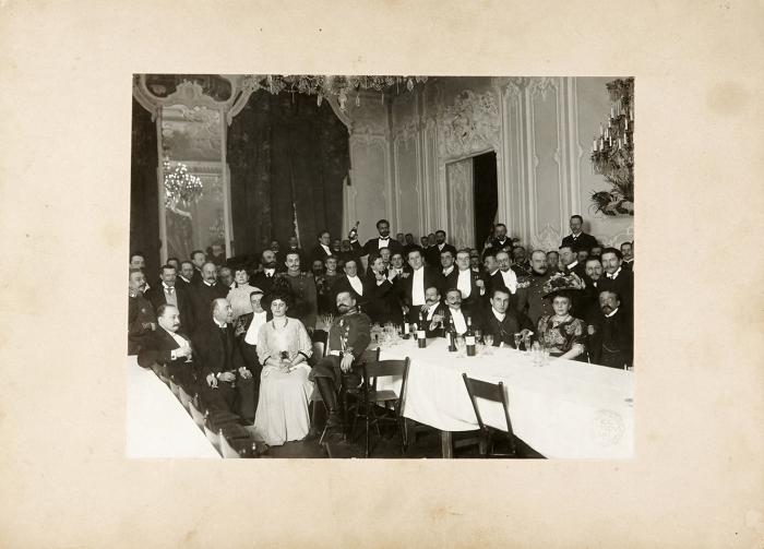 Фотография: Званный обед. СПб.: К.А. Фишер, [1900-е гг.].