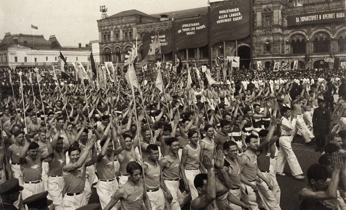 Фотография: Парад физкультурников наКрасной площади вМоскве. [Конец 1930-х— начало 1950-х гг.].