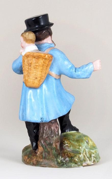 Скульптура «Странник». Россия, Гжель. Середина XIXвека. Фарфор, роспись. Высота14,5см.