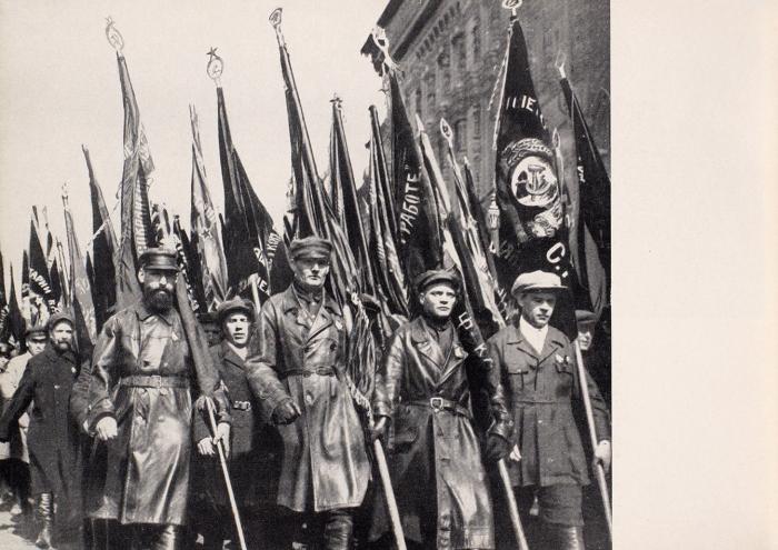 [Альбом] Красная Армия. 68избранных новых фотографий/ под ред. немецкого эксперта поРоссии. [Die Rote Armee. Нанем.яз.]. Potsdam: Ludwig Voggenreiter Verlag, 1935.