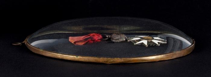[Автографы Людовика XVIII иЖака Макдональда] Лот изчетырех предметов, связанных сфранцузским орденом Почетного легиона. Париж, 1820.