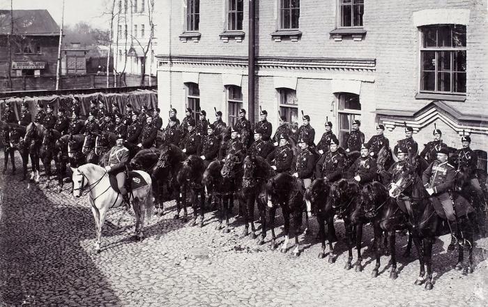 Фотография «Конная полиция»/ фот. К.Булла. СПб., 1900-е гг.