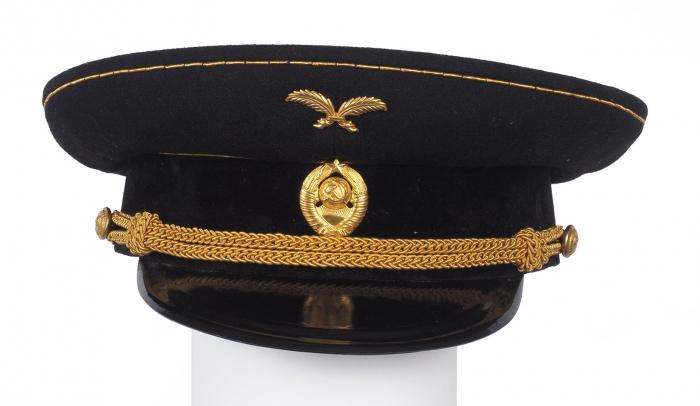 Мундир посла СССР сбрюками, форменным жилетом, галстуком ифуражкой образца 1943г. [Б.м., 1943].