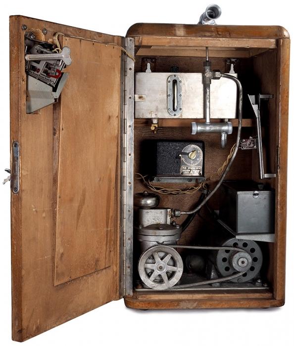 Автомат одеколонный АТ-4, тип АО-1 №57. Л.: Ленинградский завод торгового машиностроения, 1959.