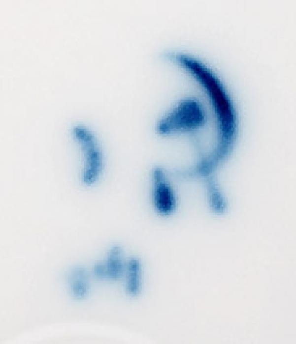 Тарелка «Дело науки— служить людям». СССР, Государственный фарфоровый завод (ГФЗ), автор С.Чехонин. 1920-е. Фарфор, роспись. Диаметр23,5см.