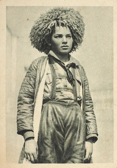 Пять открыток спортретами ифотографиями узбекских итуркменских детей. М., [1920-е гг.].