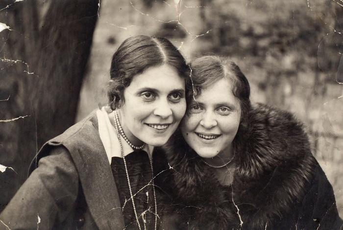 Фотография: Сестры— Лиля Брик иЭльза Триоле. [Весна 1918].