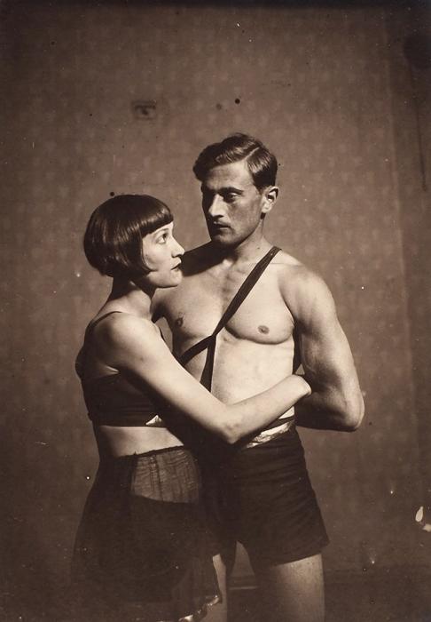 Три фотографии акробатических этюдов. Б.м., б.г.