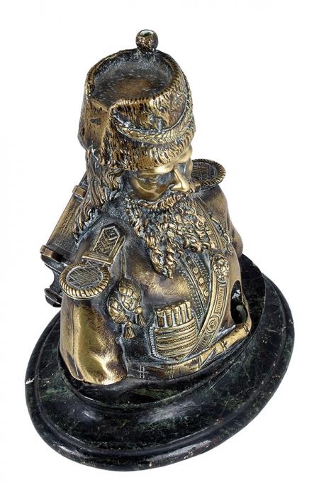 Чернильница ввиде фигуры гвардейского казака. Россия. XIXвек. Бронза, камень. Высота 16см.