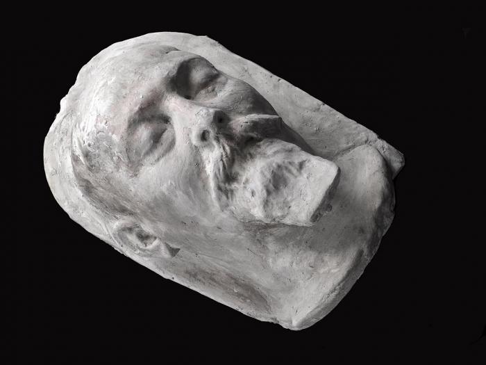 Посмертная маска Феликса Эдмундовича Дзержинского/ автор Меркуров Сергей Дмитриевич (1881-1952). Изпервого экспериментального отлива 1926года.