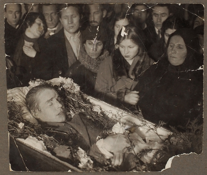 Две фотографии Сергея Есенина после смерти.1925.