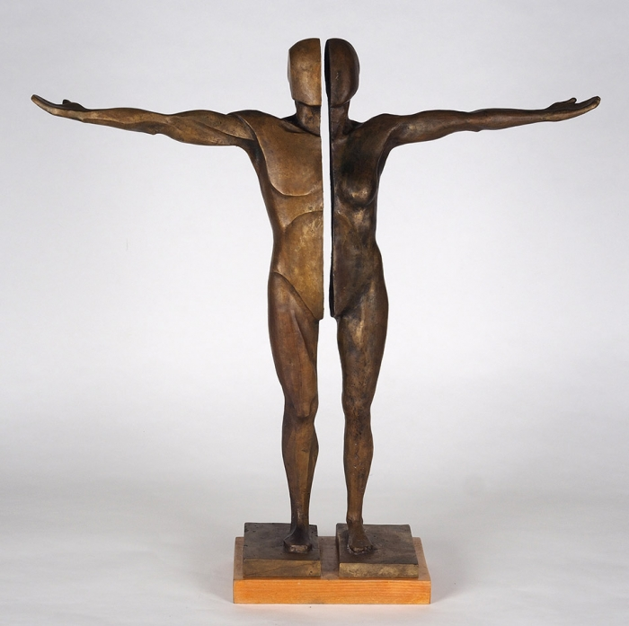 Скульптура «Равенство». Россия, автор Петр Зайцев.2021. Бронза, литье, патинирование; дерево. Высота 69см.
